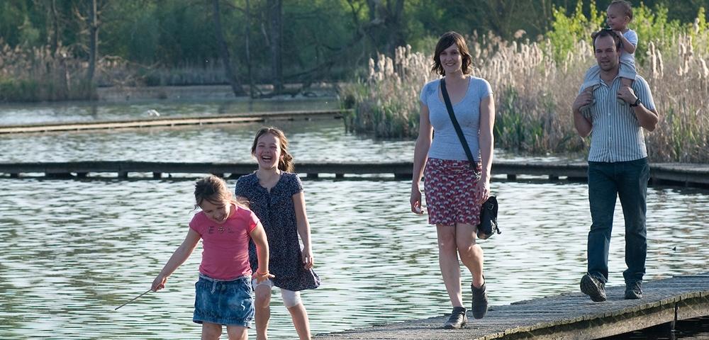 gens, promener, eau, route