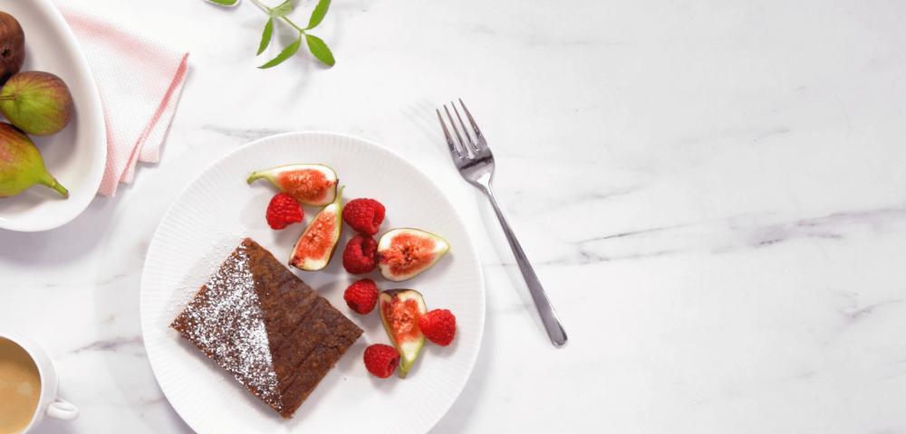 Gâteau sans farine, chocolat, fruits