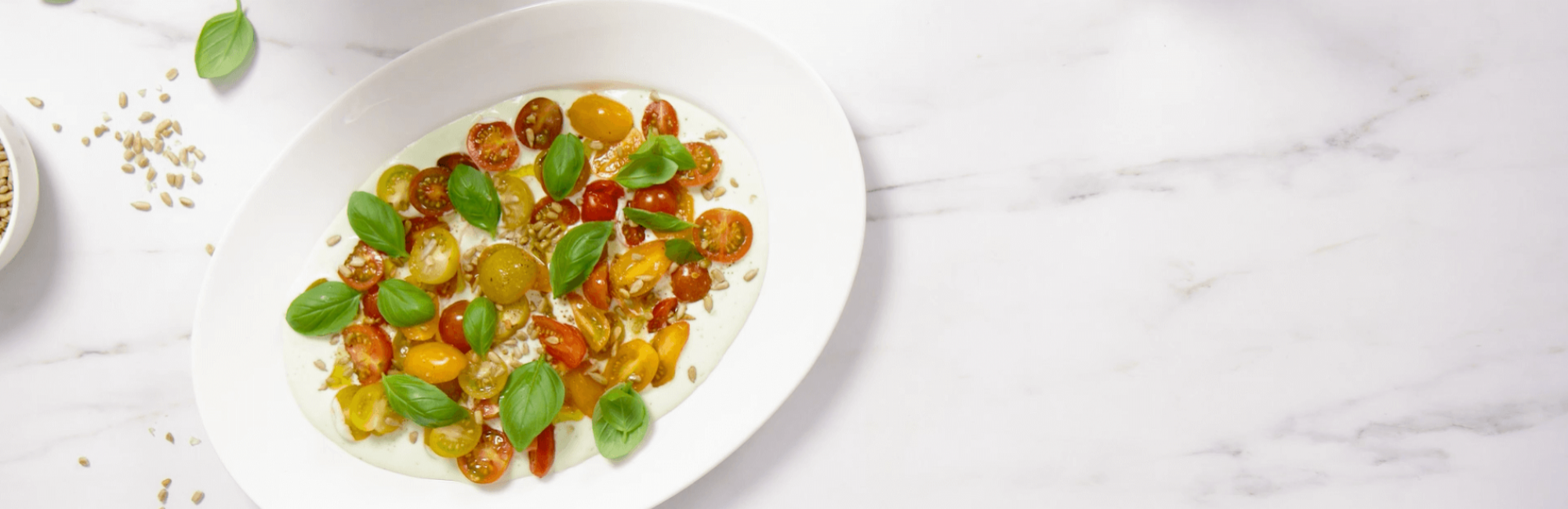 Salade, tomates, mozzarella, basilic