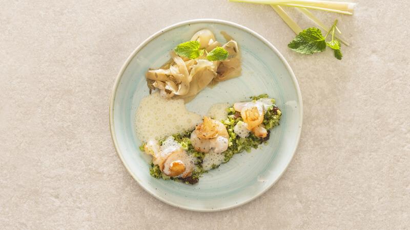 Cassolette de scampis à la citronnelle et confiture de fenouil et couscous de brocoli