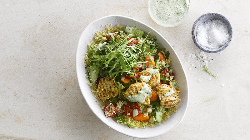 Salade de couscous au poulet mariné et vinaigrette verte