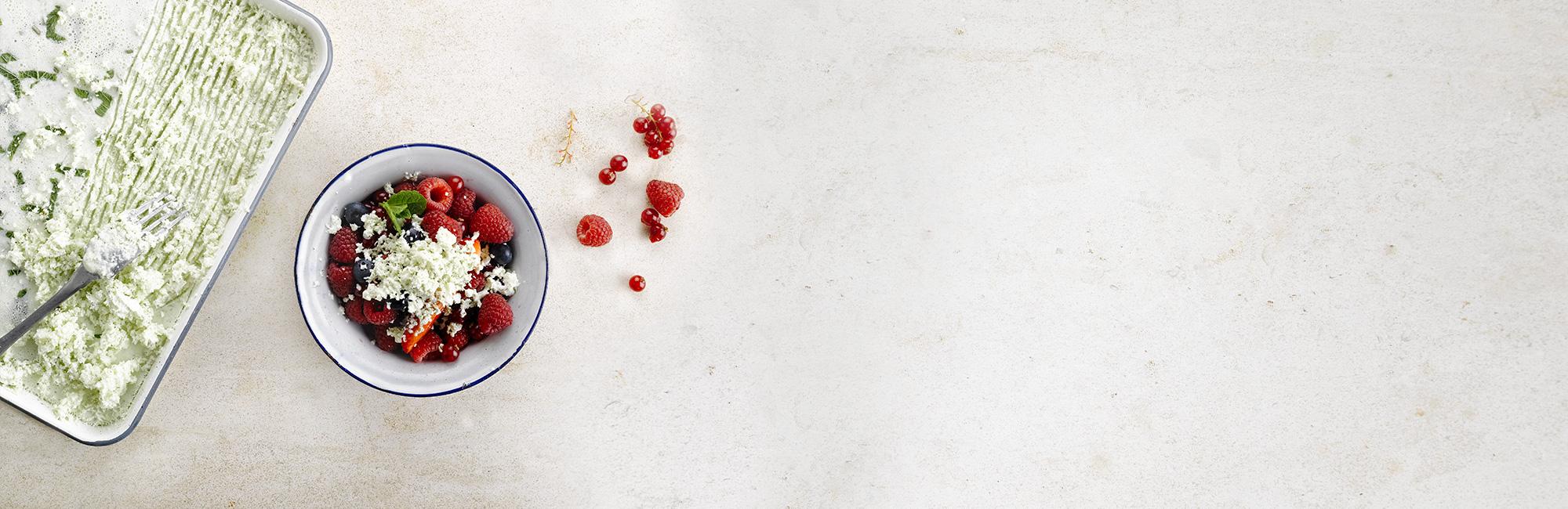 fruits rouges, menthe, granité de yaourt