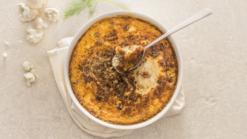 hartige crème brûlée, bloemkool, kom, lepel