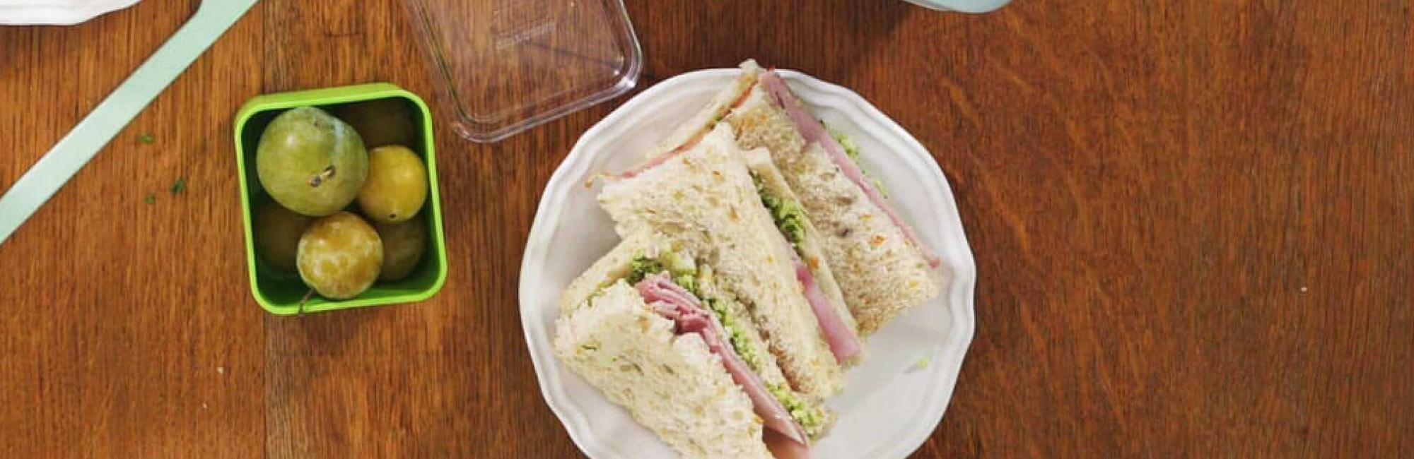 Sandwichs plats, pesto de brocoli, jambon