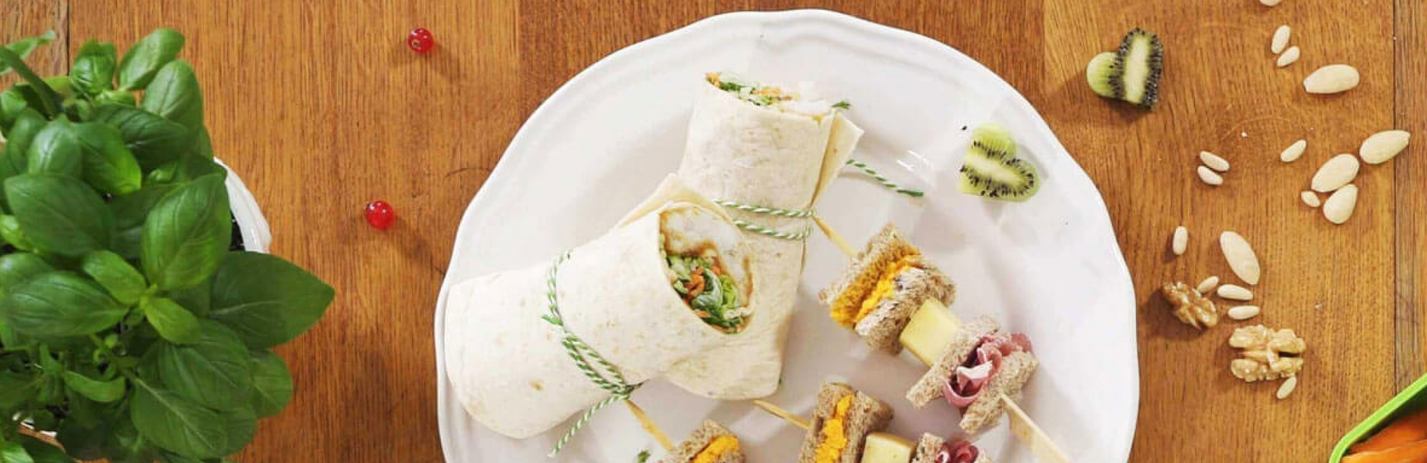Wrap, gepaneerde vis, courgetti, wortelslierten, sla