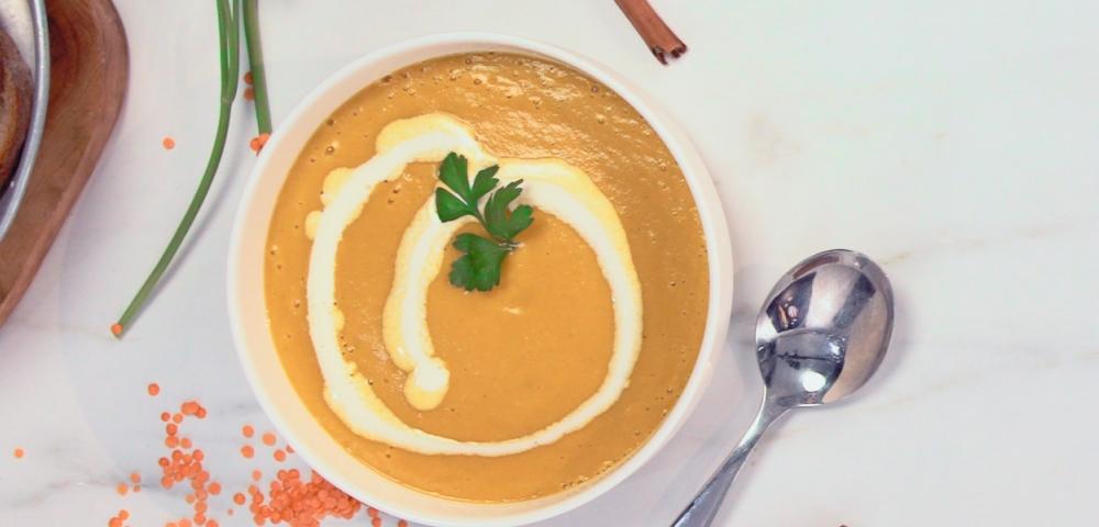 Soep, roze linzen, zoete curry