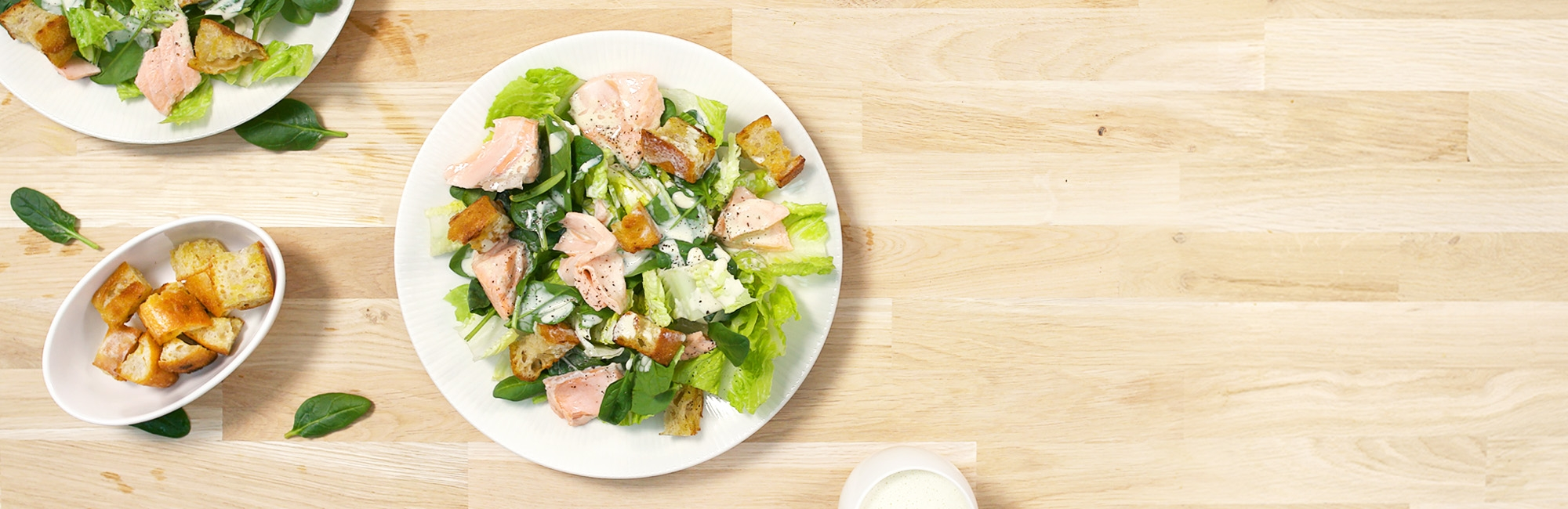 zalm, sla, spinazie, croutons, salade, dressing